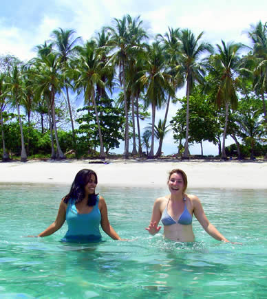Spanish students at beach in the Chiriqui Gulf National Marine Park in Panama