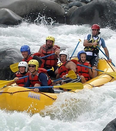 Habla Ya Spanish students rafting in Boquete, Panama